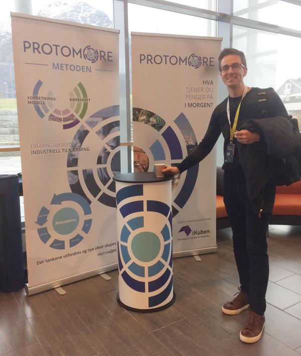 Vi designet roll up og messebord for ProtoMore.