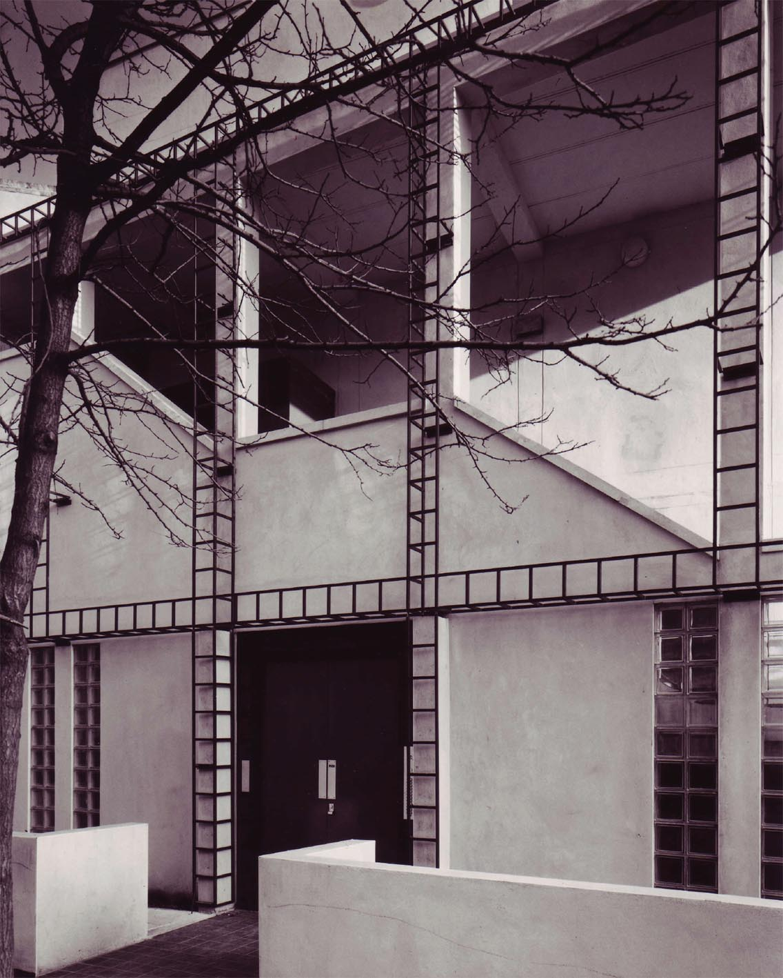 Photo of original building from a report by Anne Thorne Architects
