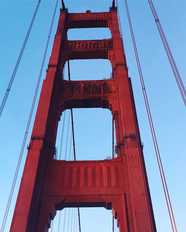 Feasting our eyes on this classic beauty as we bring in the New Year: 2019! . . . . #goldengatebridge #sanfrancisco #californiadreaming #steelconstruction #ladyinred #legsfordays #nicestems