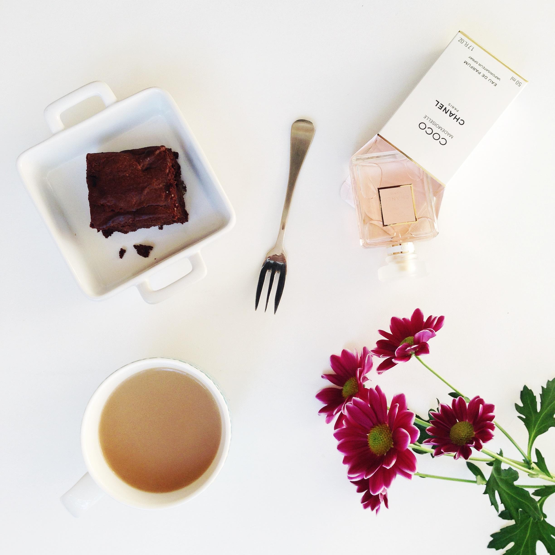 chanel-brownies-fresh-flowers-tea