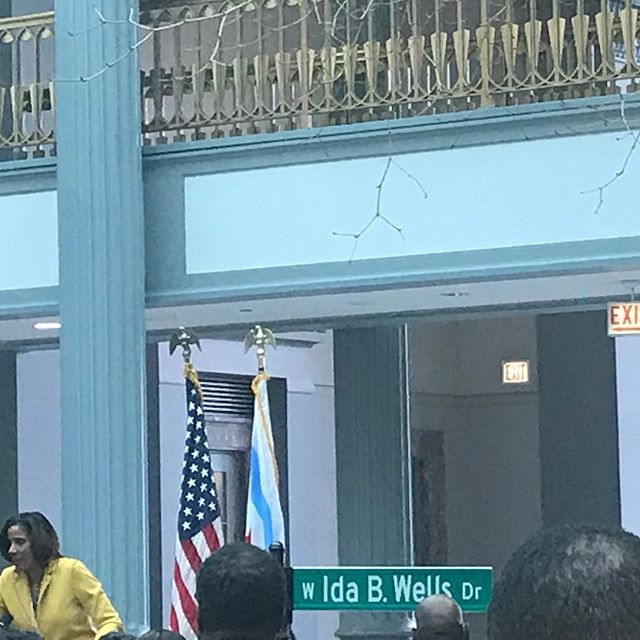 Aside from other ridiculous happenings to start black history month, this is a beautiful sight. Congress pkwy is now Ida B. Wells Drive in Chicago. Applauding to women who worked tirelessly to make this happen 👏🏽👏🏽👏🏽 first street downtown named after a Black woman‼️
