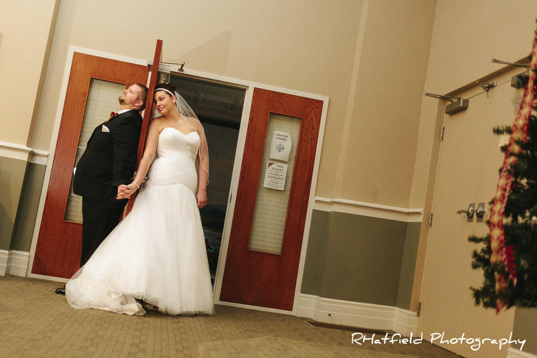 bride_groom_holding_hands