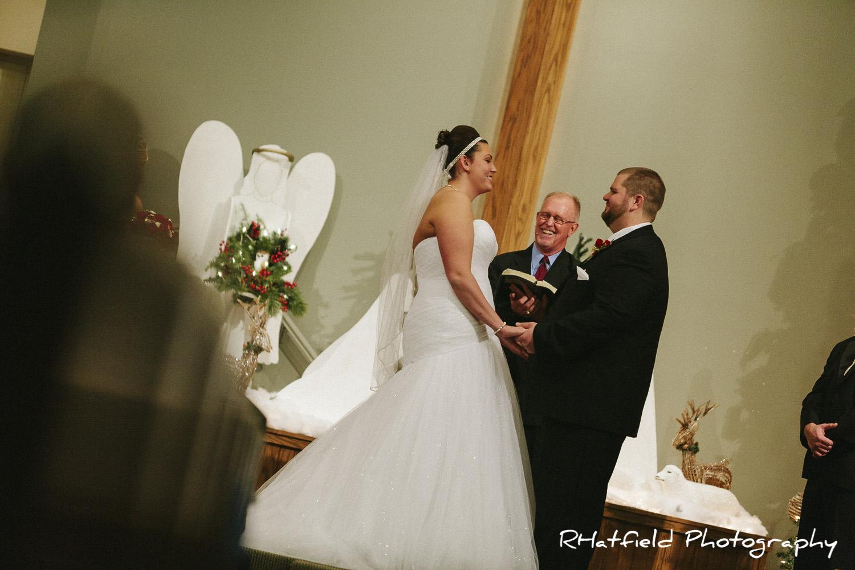 bride_groom_laughing_alter