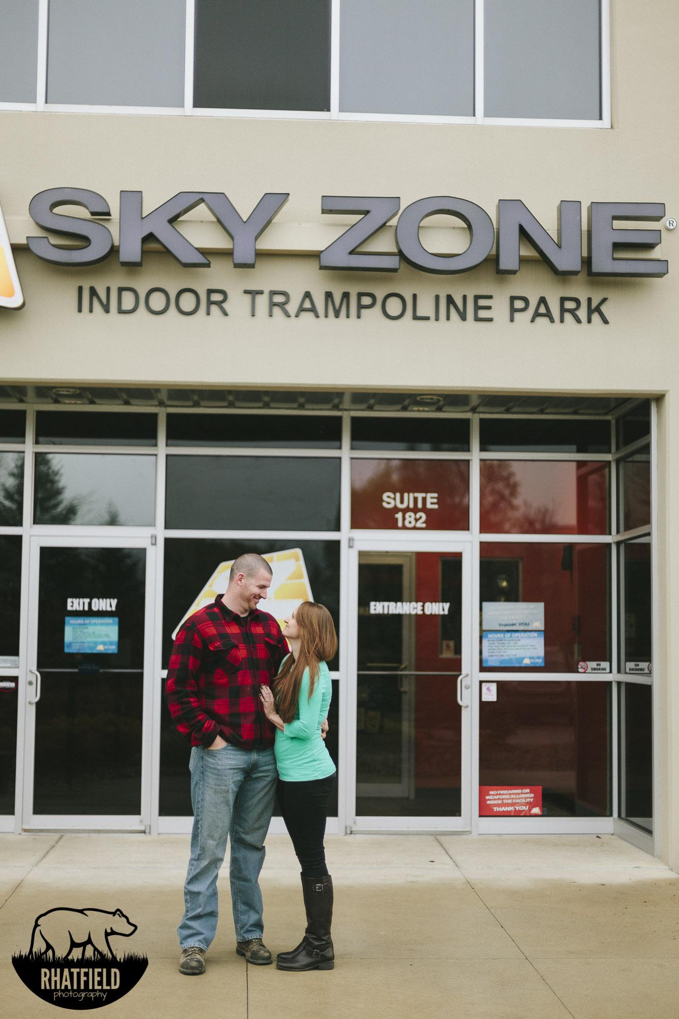 couple-outside-skyzone