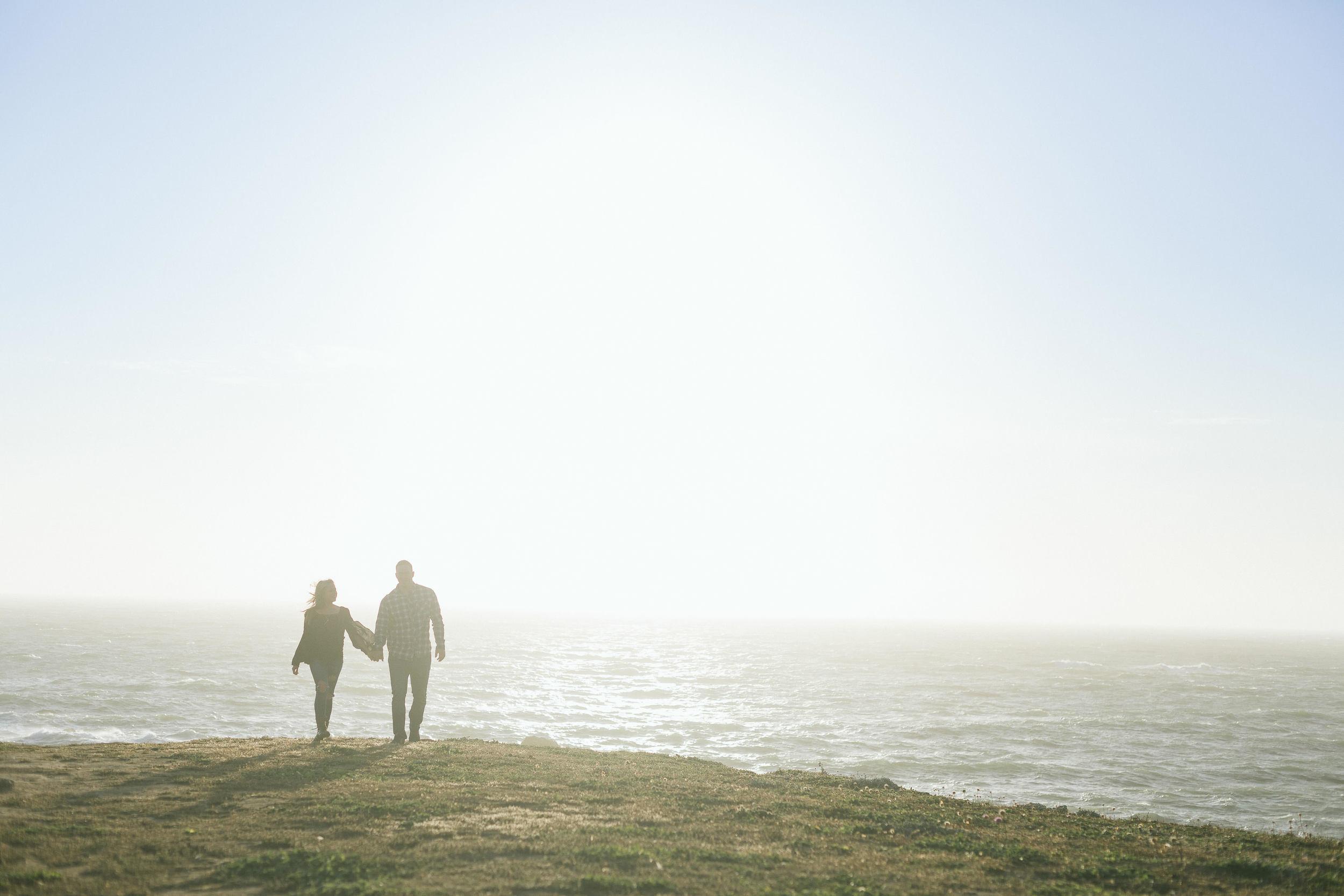 beach-couple-walking-ocean