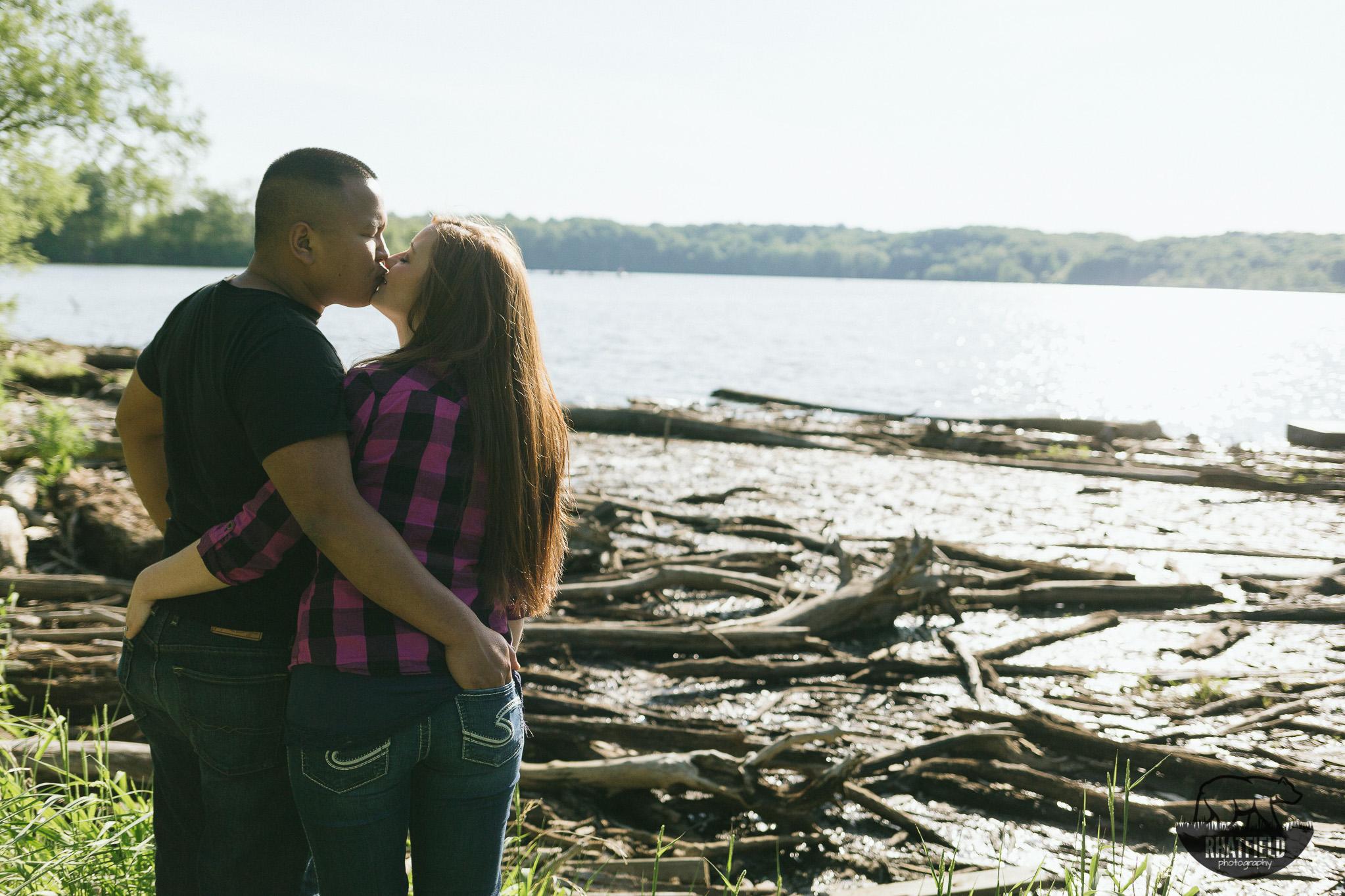 kissing-overlooking-eagle-creek