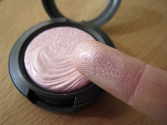 MAC Young Venus swatch
