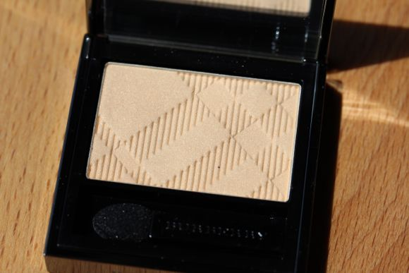 Burberry Sheer Eyeshadow in Gold Pearl No. 26