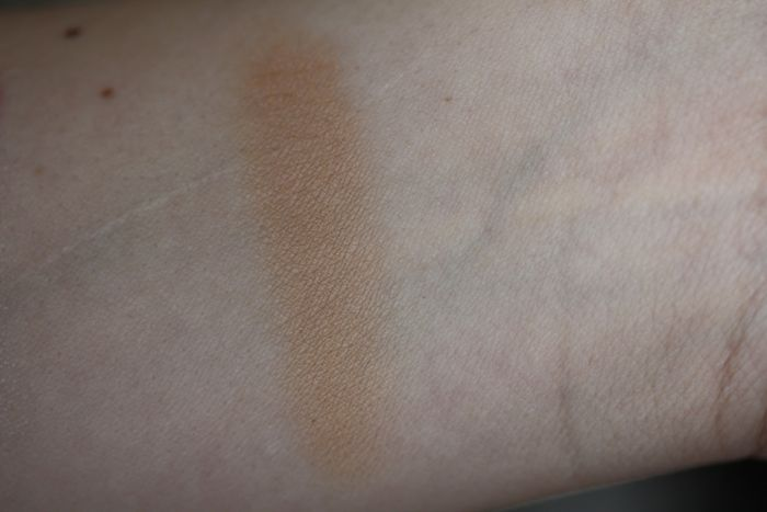 Swatch of Laura Mercier's Smooth Finish Powder Foundation in shade 06