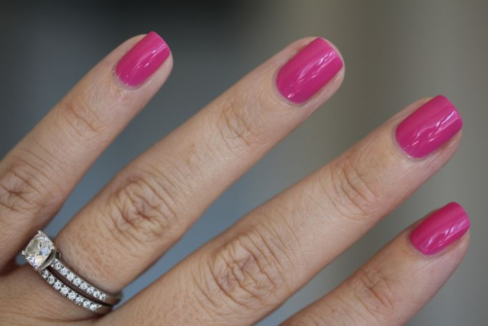 CND's Vinylux in Hot Pop Pink