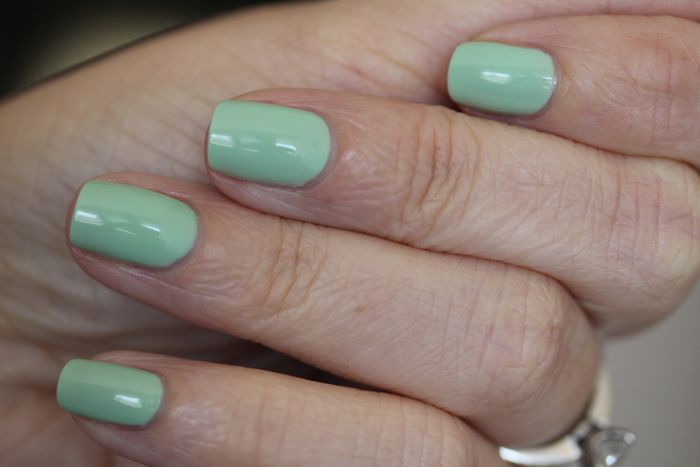 CND's Vinylux in Mint Convertible