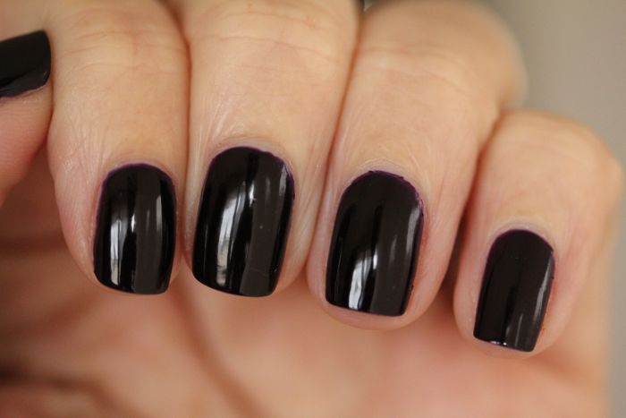 CND's Vinylux in Regally Yours