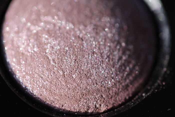 Close up of one of the shades from the Les 4 Ombres Quadra Eyeshadow Palette