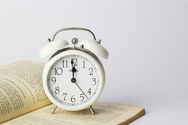 photo :   Alarm clock on book  by  Marco Verch