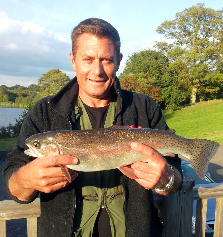 Dave Beach catches a 3lb rainbow on Well Lake using a Blue Damsel with a slow retrieve sinking line