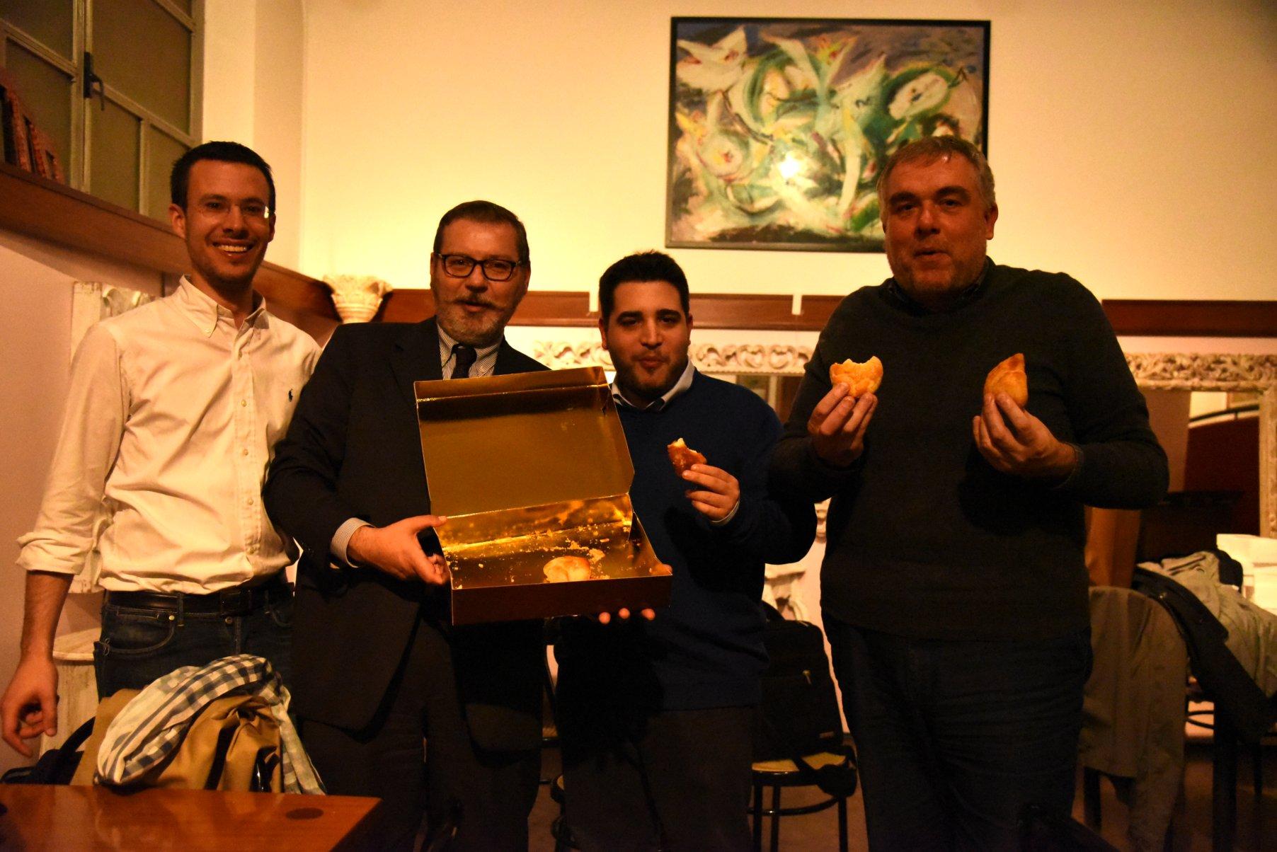 Federico, Paolo, Giuseppe e Claudio con le sfogliatelle napoletane
