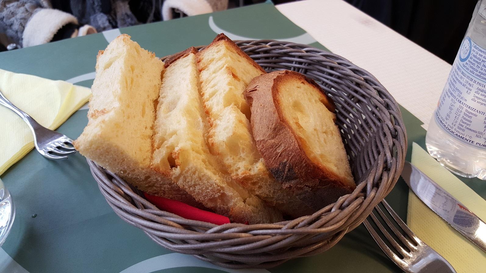 Pane caldo di Matera