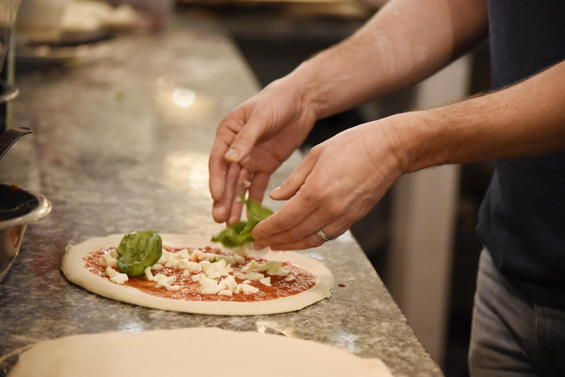 I ragazzi mi hanno insegnato a fare una pizza!