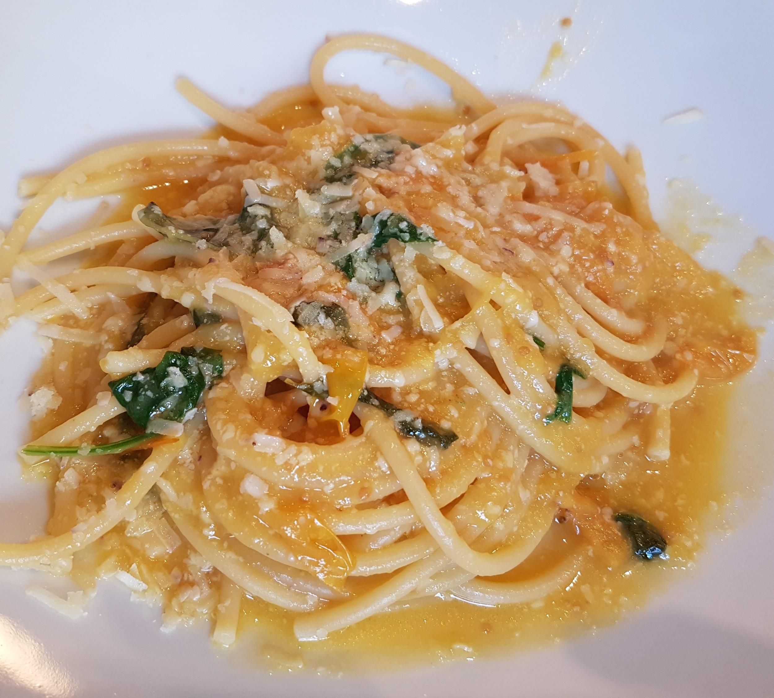 bucatini di Gragnano con pomodorino giallo Lucariello Campano e Conciato Romano