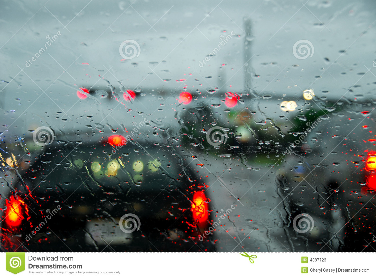 driving-rain-storm-4887723.jpg