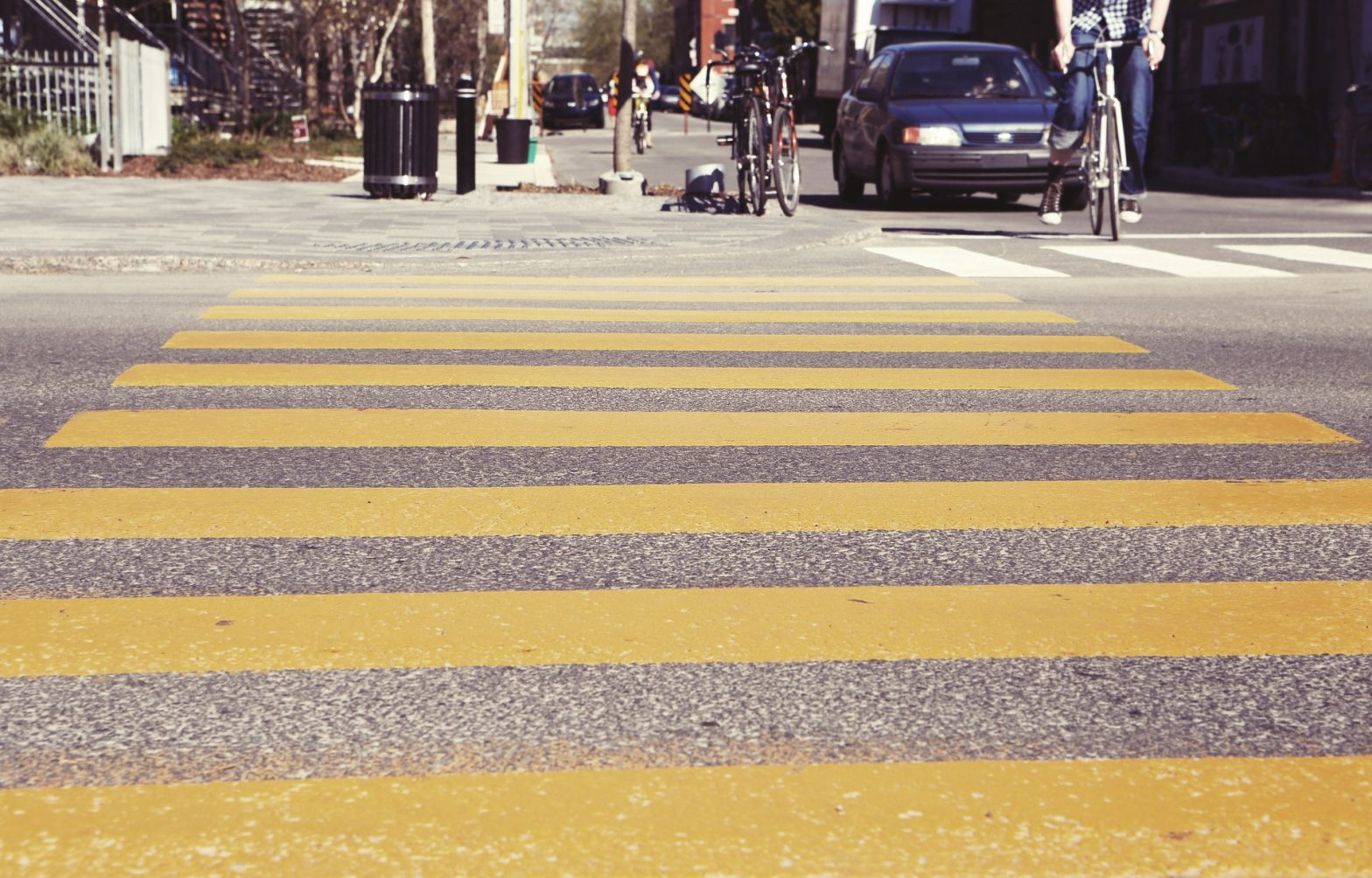 crosswalk-407023_1920-1568x1004.jpg