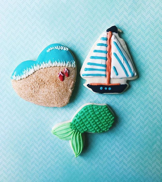 These beach themed cookies are making us even more excited for summer ☀️ Order some of your own! 💻 Website: districtdesserts.com ✉️ Email: orders@districtdesserts.com