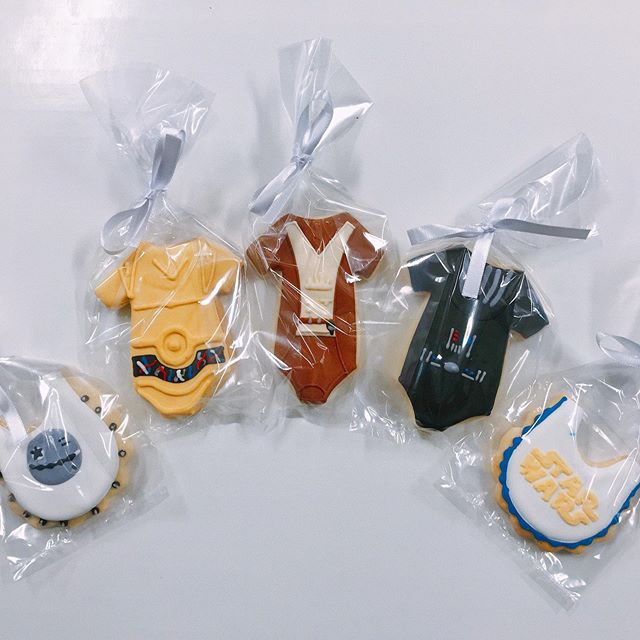 The cutest baby shower cookies for any Star Wars fan! Order your own today! 💻 Website: districtdesserts.com ✉️ Email: orders@districtdesserts.com