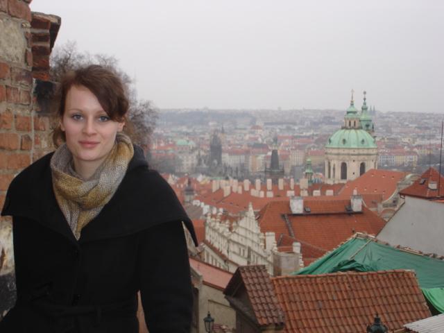 Vanessa MacDonald, English Presenter
