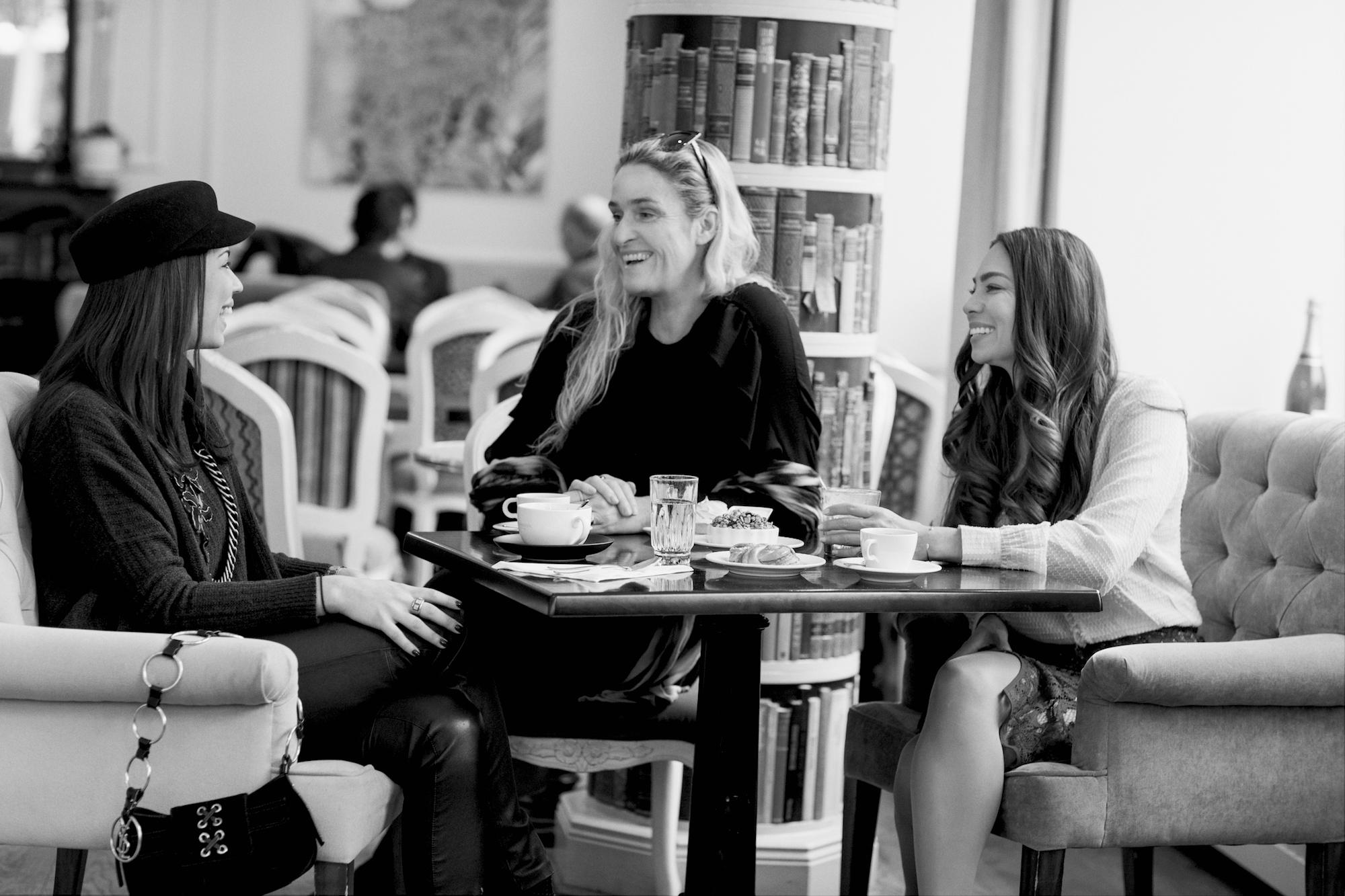 To the left: Caroline Eriksson, Angelina Jolin, and Anna Maria Sandegren