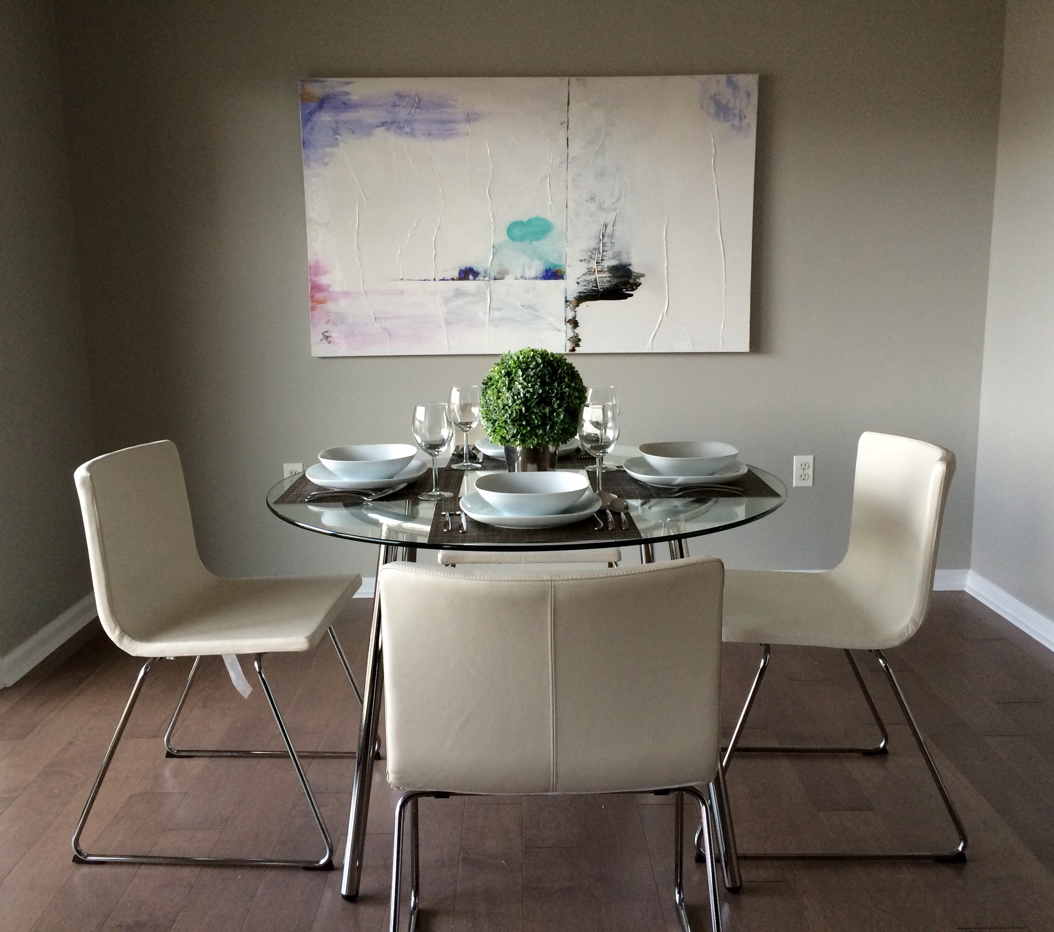 glamour coach decor staging