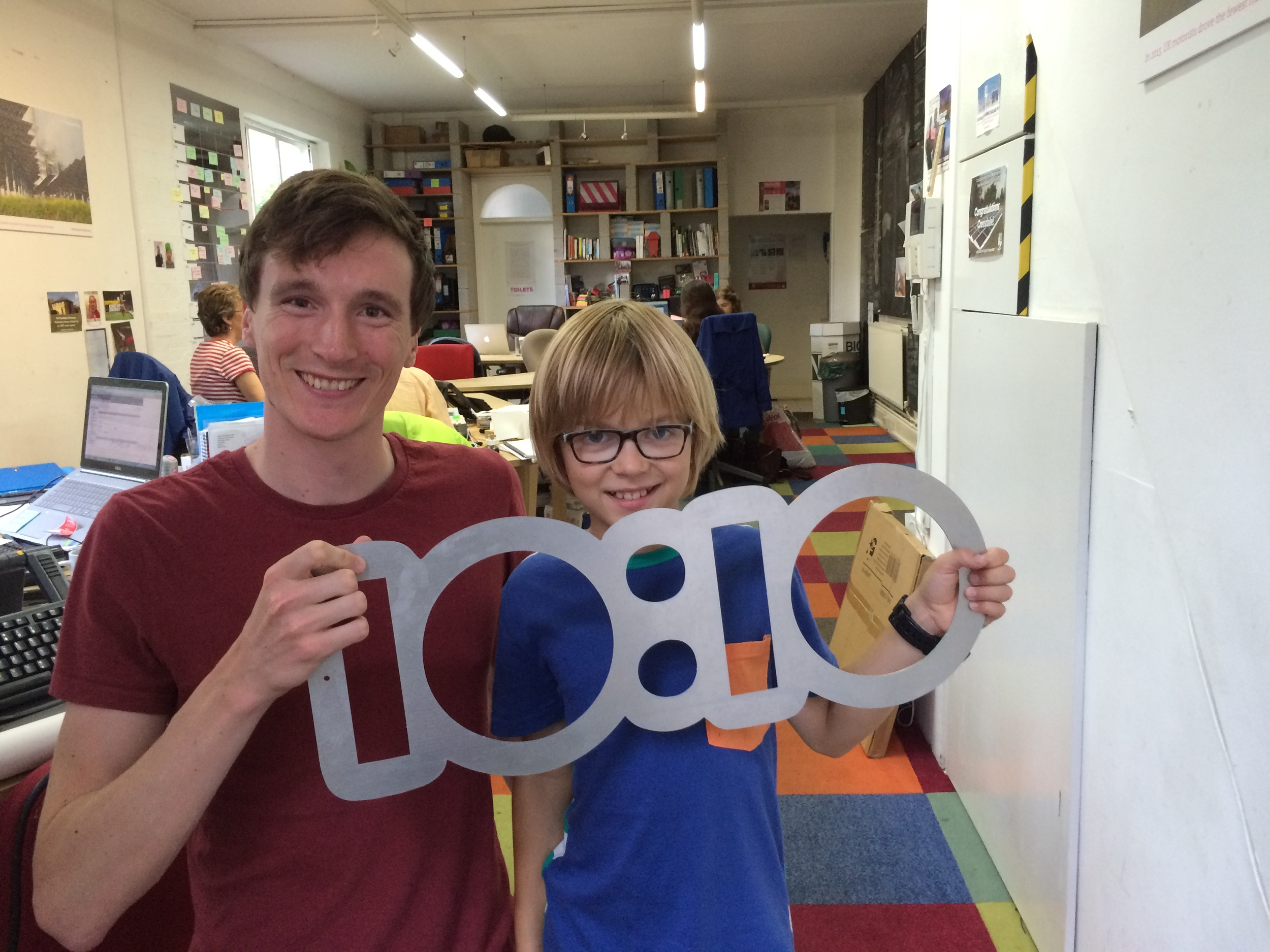 Elliot with Malachi Chadwick,Britain's cheeriest climate activist,in the 10:10 offices