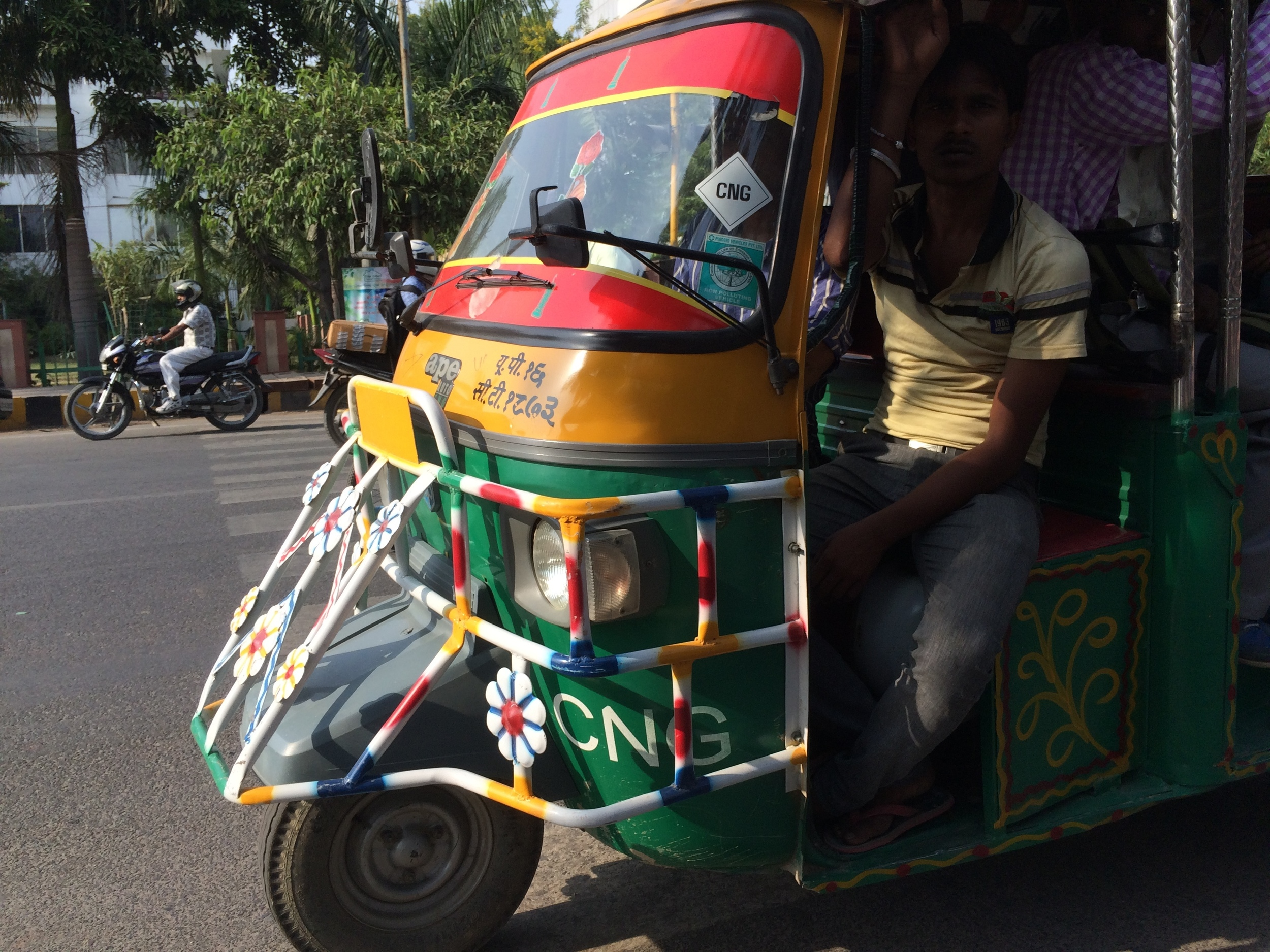 Auto-rickshaw-bus provides collective transport in Noida, Delhi.
