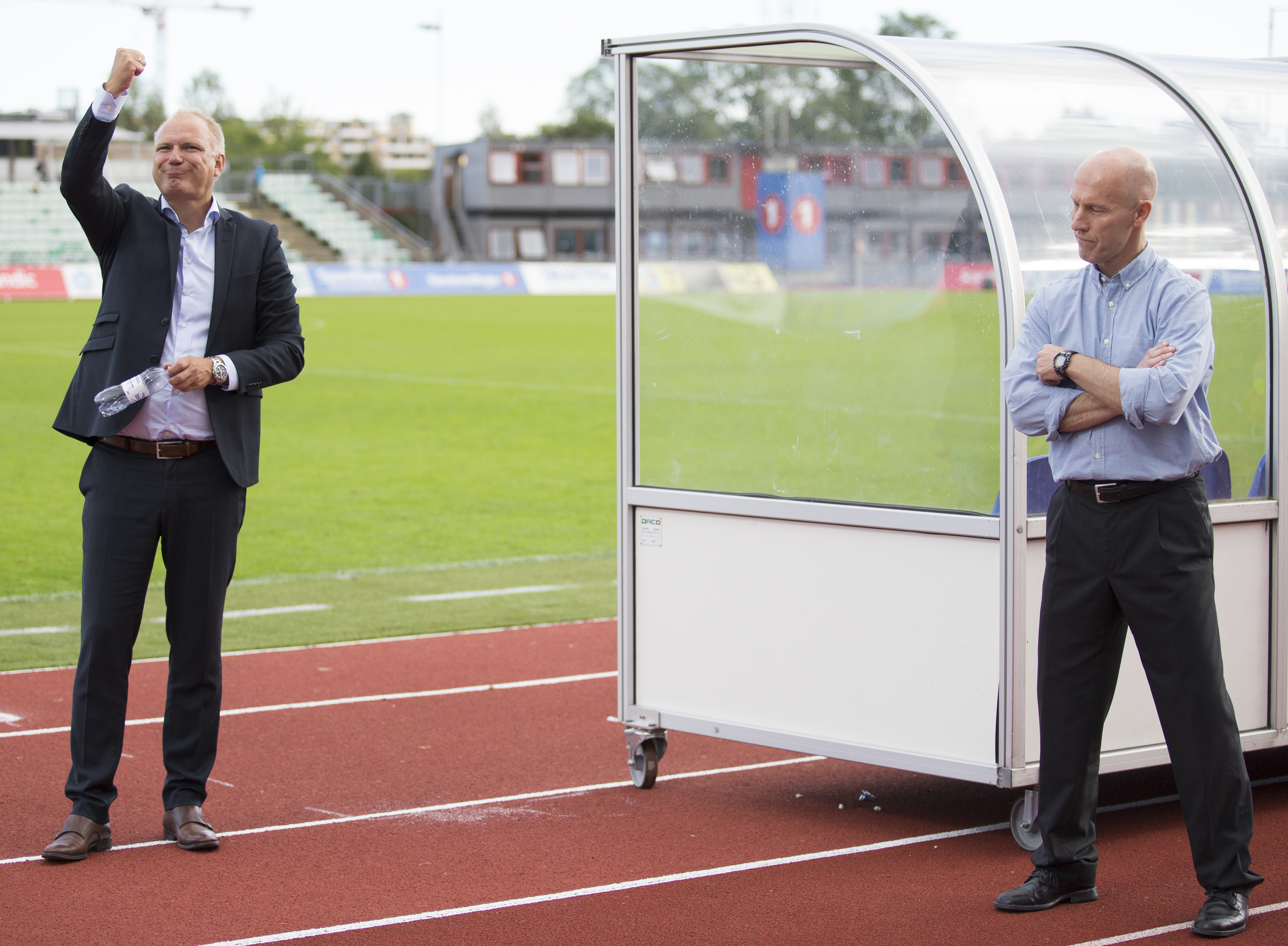Football coach Dag-Eilev Fagermo is clearly delighted by the victory against Bob Bradley and his team