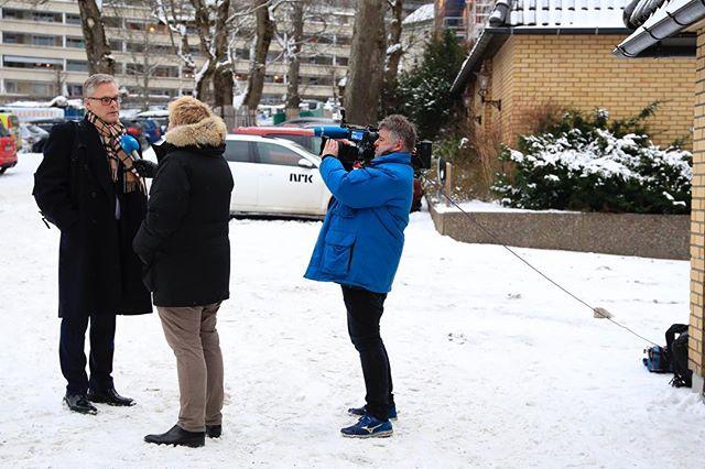 How to keep the press in order! #OnAssigment #NTBscanpix #regjeringsforhandlinger @nrknyheter
