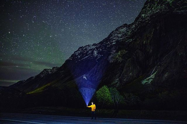 Just me, with a torch, the northern lights and a mountain. Photo: @odinjaeger @vgfoto  #Mannen #veslemannen #Åndalsnes #Rauma