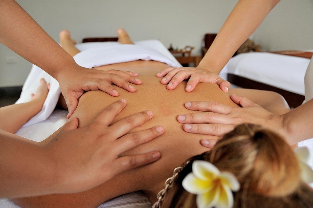 Four Hands Massage Touche Pune