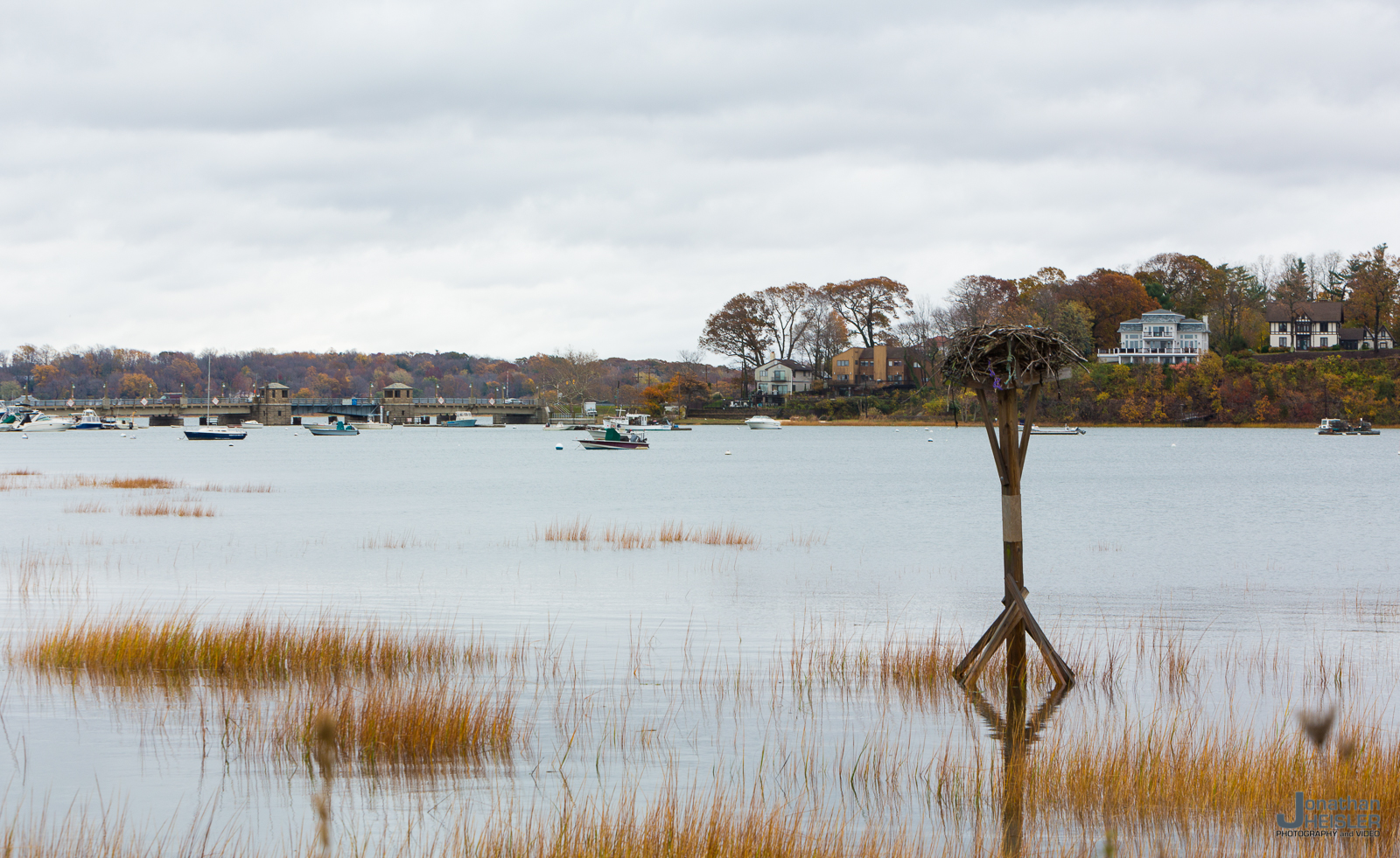 """Bayville, NY in the fall is what Long Island is all about, as the town deviates from the typical """"snotty""""upscale character many North Shore towns have become. It's an evolved 1950's summer cottage town with an active oyster and clam business. The town is nestled between Oyster Bay, Lattingtown, and Locust Valley. It's always a pleasure to visit Bayville for drinks, dinner, biking, driving, or just walking around."""