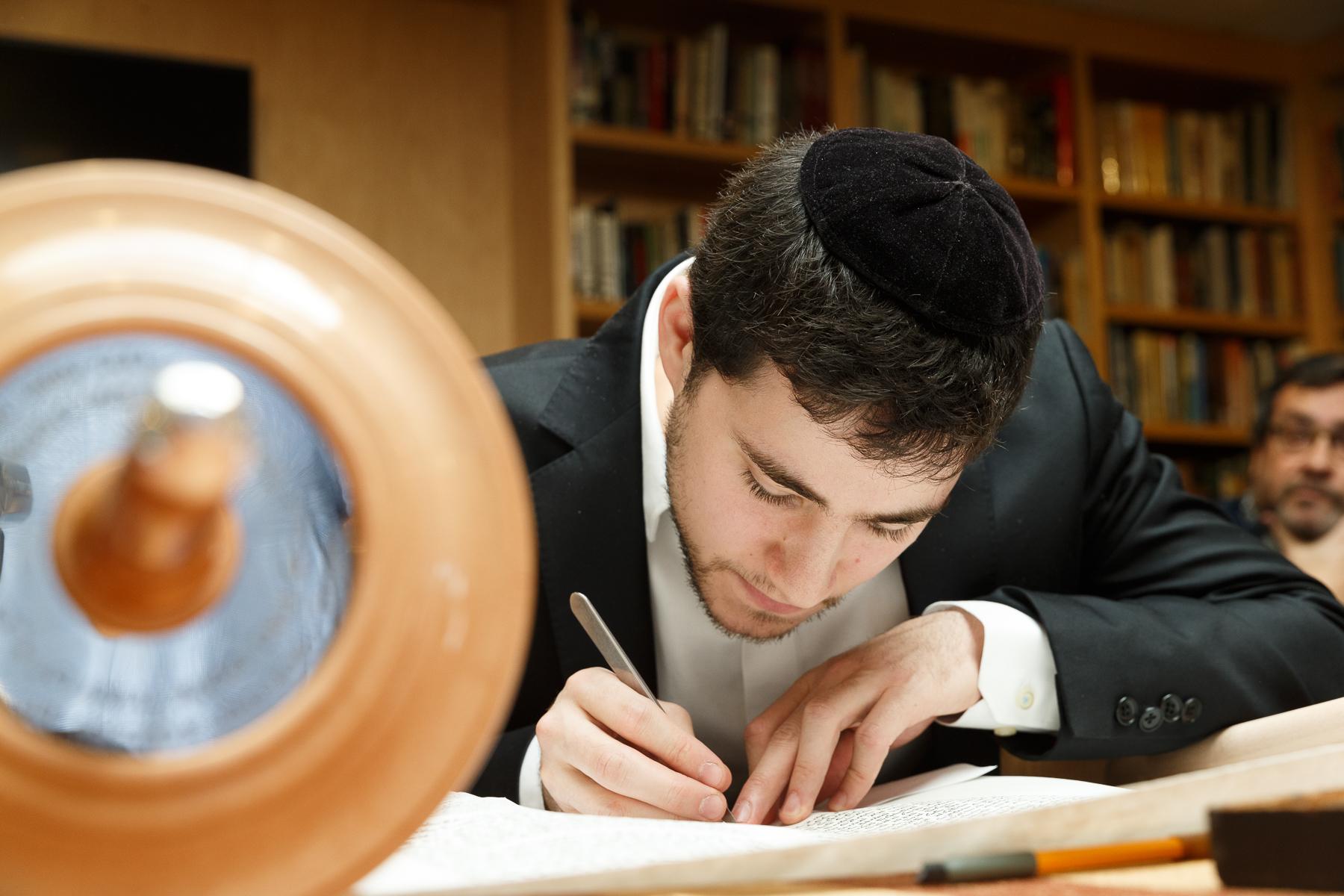 New Torah Ceremony_  Jonathan Heisler  _ _422017 _ 389.jpg