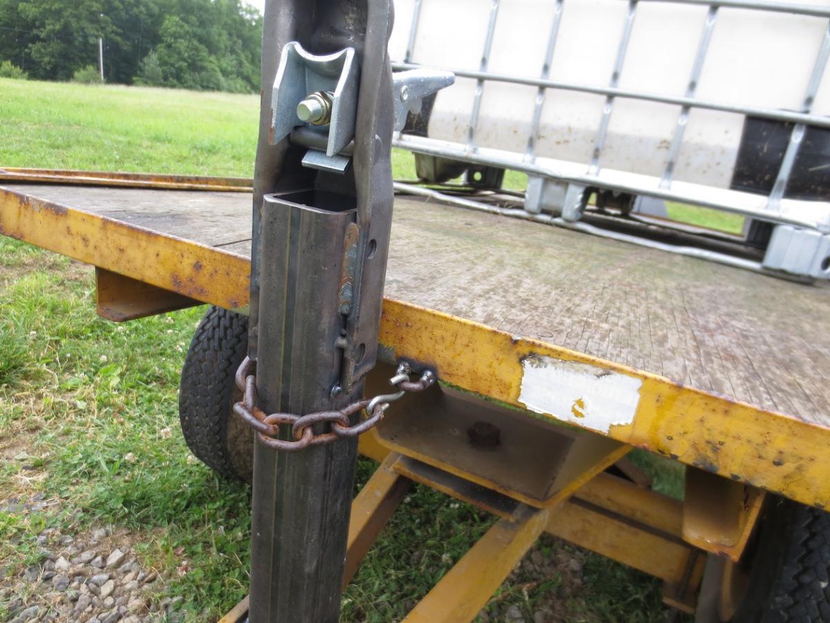 running gear hitch chain.jpg