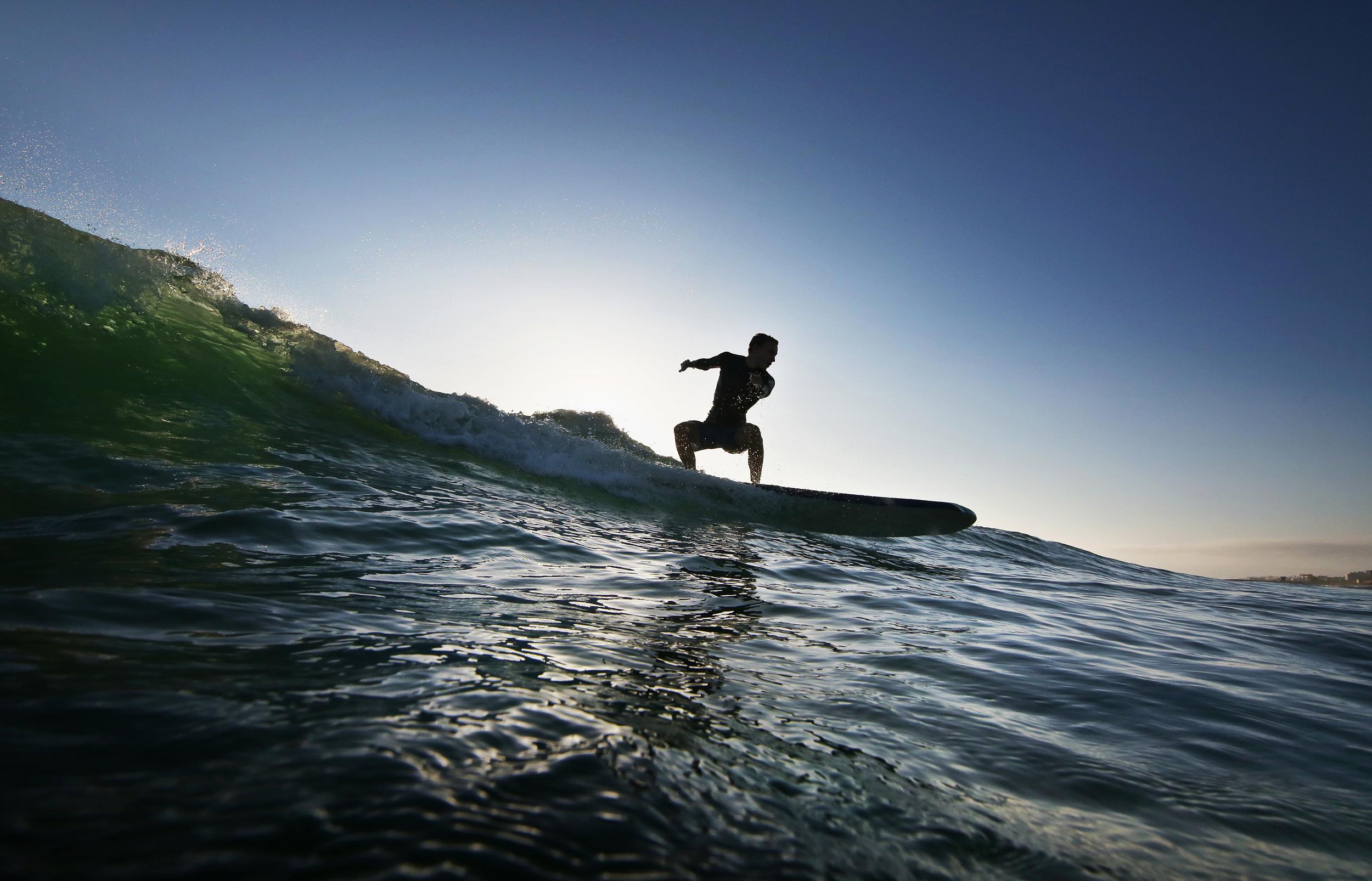 LongboarderSilouetteDropIn01small.jpg
