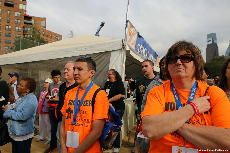 Miles de familias y voluntarios asistieron a la misa de clausura del VIII Encuentro Mundial de las Familias en Filadelfia, en donde el papa Francisco hablo sobre la importancia de las familias y los hogares.