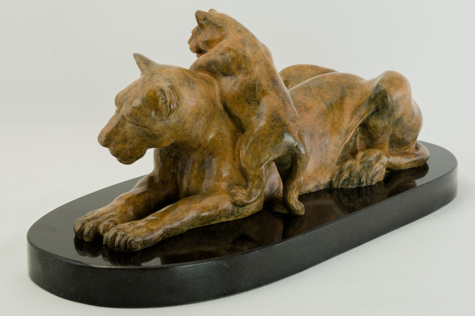 Lioness_and_Cub_bronze_sculpture_by_Terrence_Robertson-Fall-3.jpg