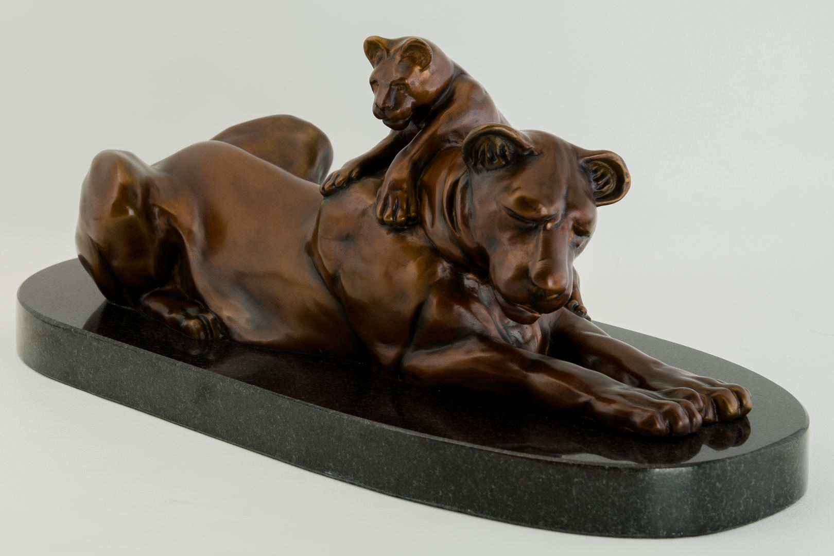 Lioness_and_Cub_bronze_sculpture_by_Terrence_Robertson-Fall-7.jpg