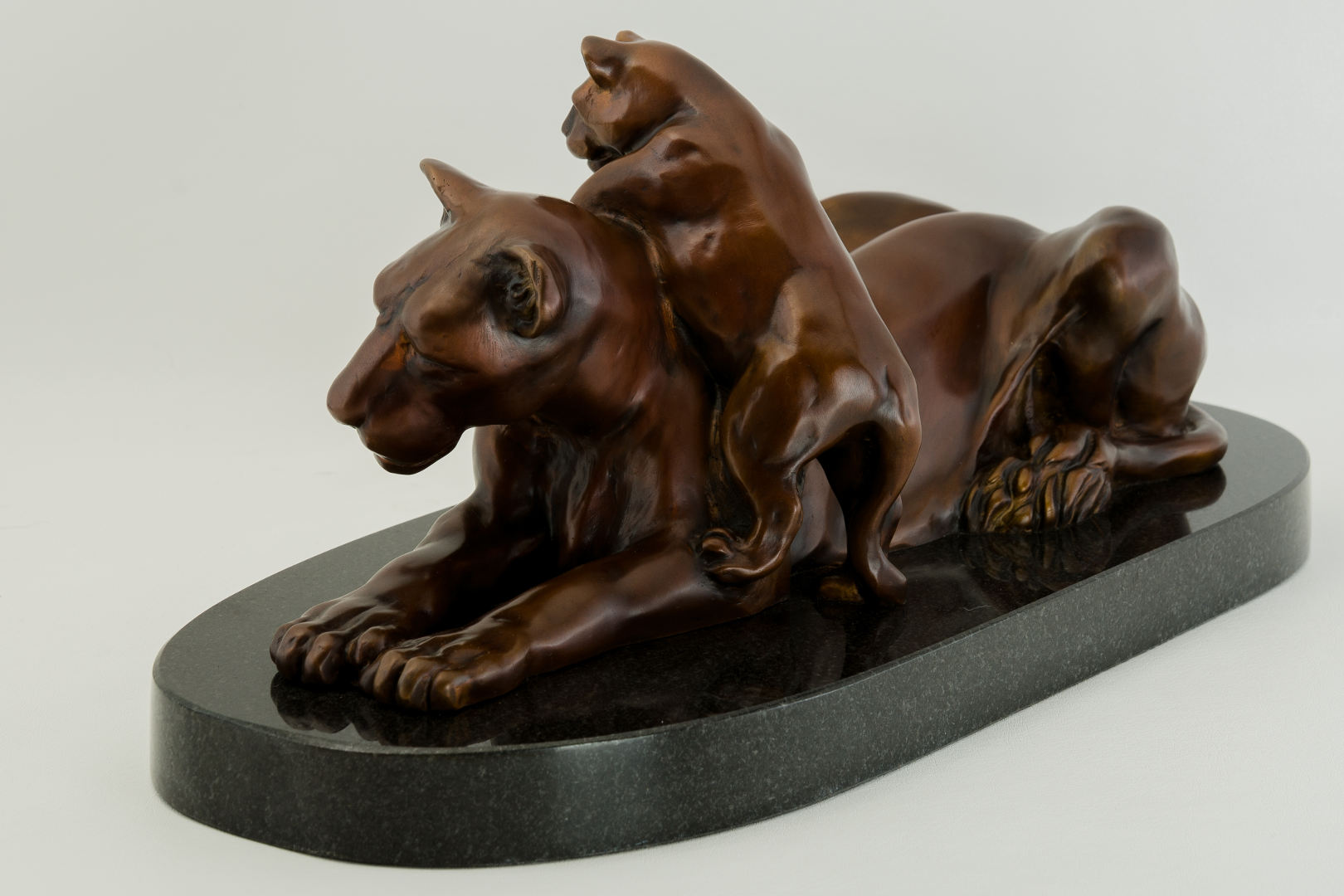 Lioness_and_Cub_bronze_sculpture_by_Terrence_Robertson-Fall-9.jpg