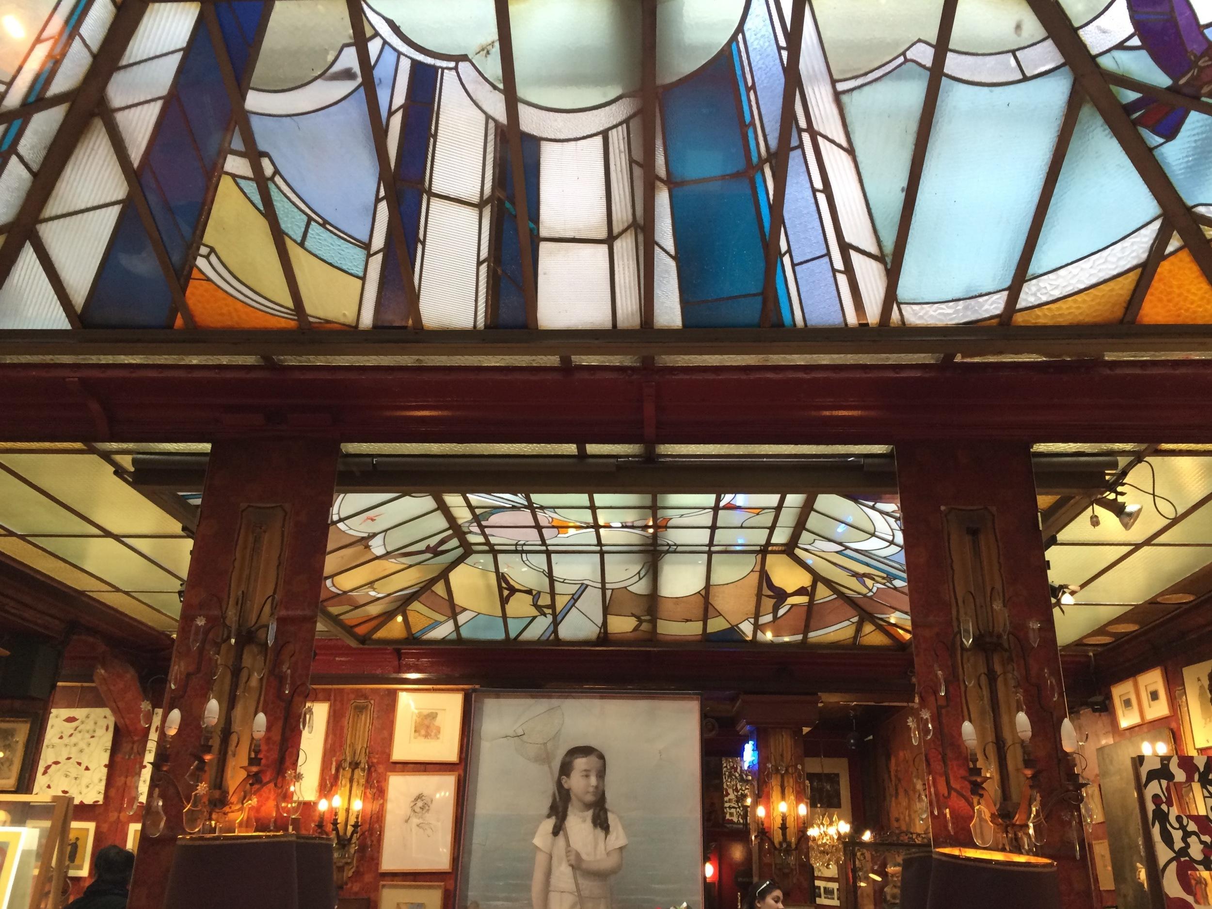 Glazen koepel van Jaqcues Simon in het Café du Palais (1930)