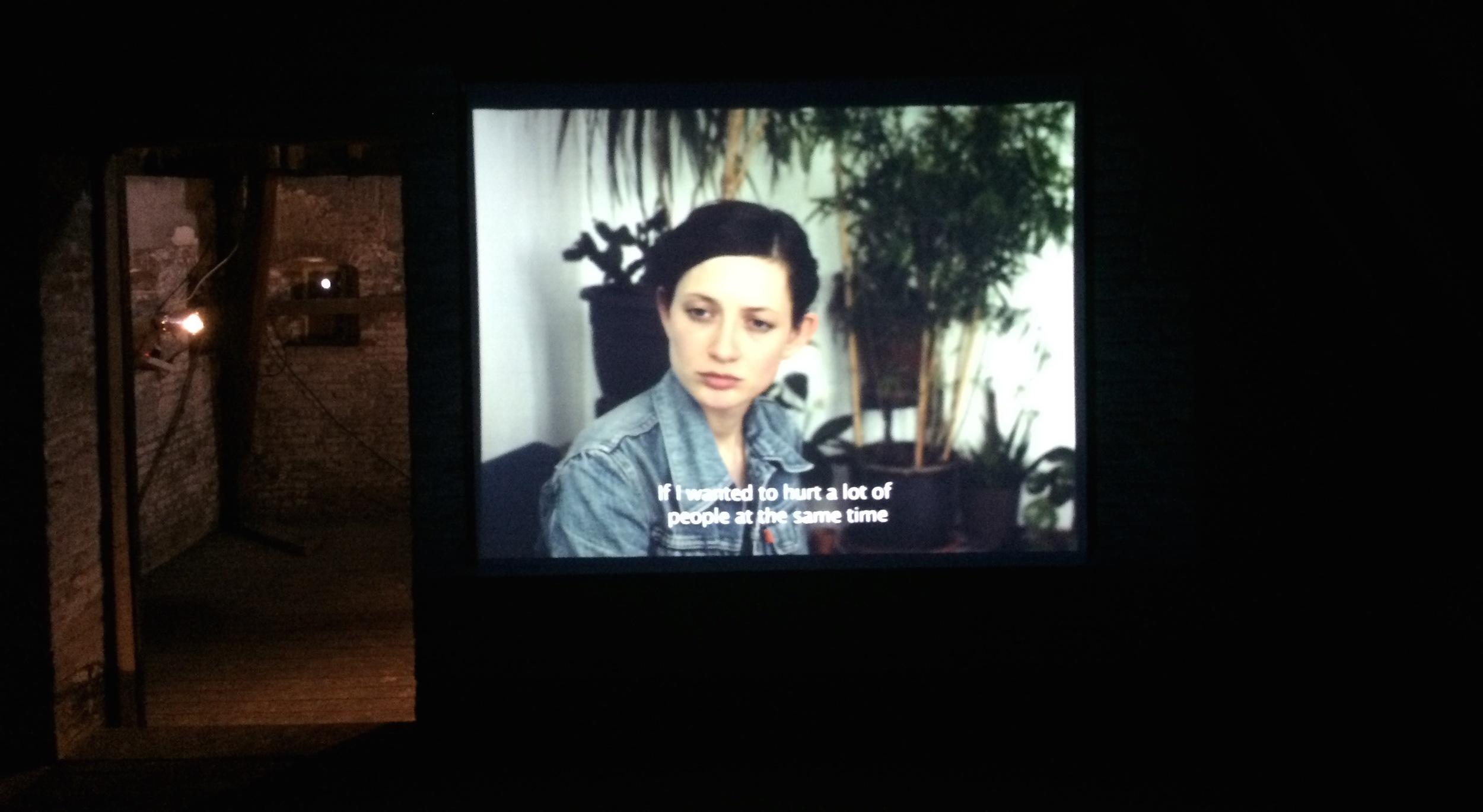 Still uit de video 'Les Colombes' van Ariane Loze