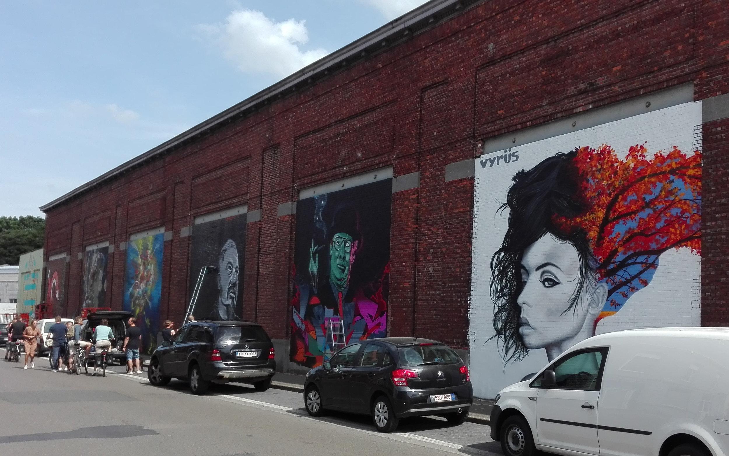 Een hele straat vol kunst, met werken van Vyrüs, Eyes B, K.Shit, RBLX, E.T., Matthew Dawn, Linksone en STS Jasta.