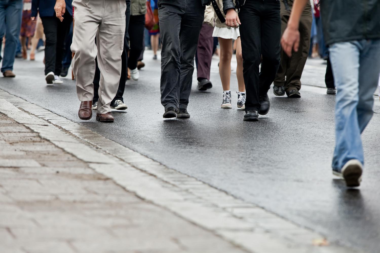 Crowd+walking+-+group+of+people+walking+together+(motion+blur).jpg