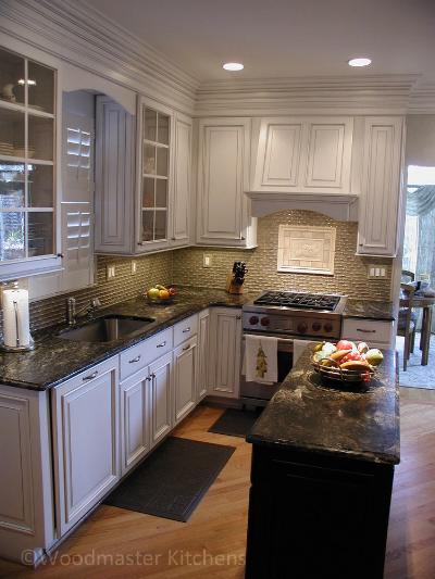 Kitchen design with a textured tile backsplash and contrasting tile inset.