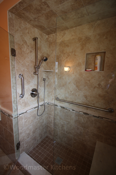 Bathroom design with a handheld showerhead.